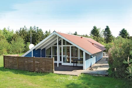 Holiday cottage with 3 bedrooms on 78m² in Oksbøl