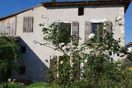 BEAUTIFUL COUNTRY HOUSE 13e CENTURY - Bellocq