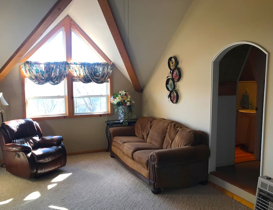 Guest room with comfy sofa bed Adjoining 8x8 room with double mattress located on floor