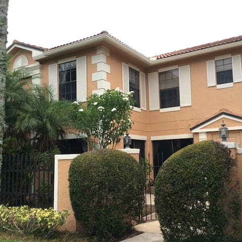 Pga National Townhome Townhouses For Rent In Palm Beach