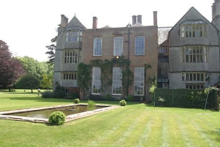 Tudor Manor House - Shapwick - House