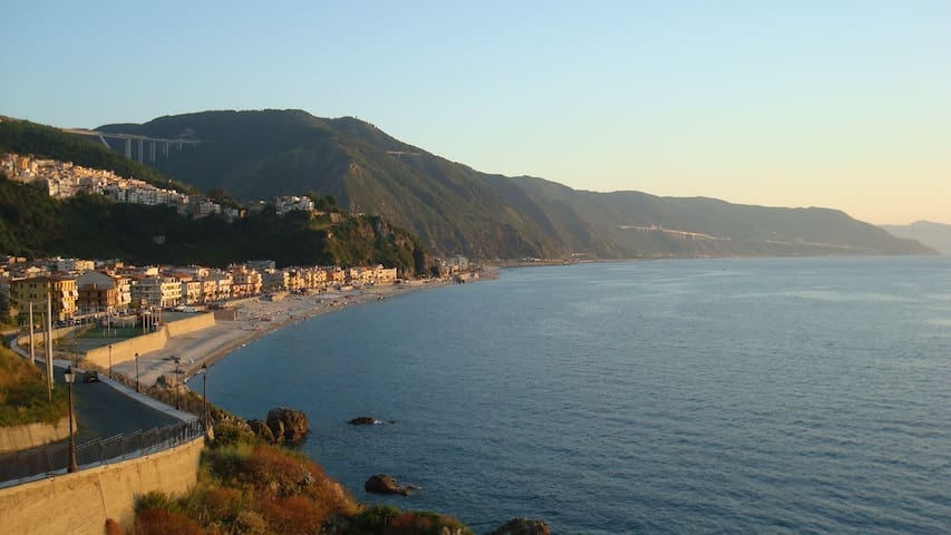 Cosy apartment next to the beach :) - Bagnara Calabra - Daire