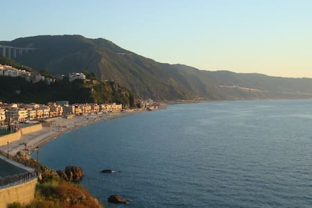 Cosy apartment next to the beach :) - Bagnara Calabra - Appartement