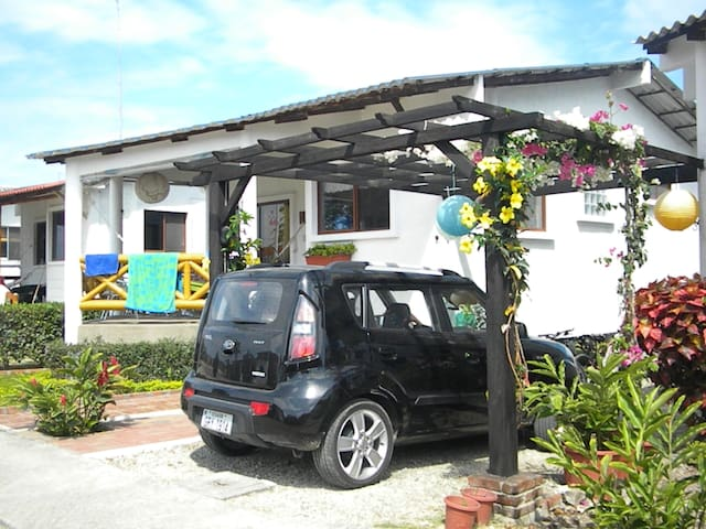 Cozy Surfer Villa at Gated Communit - Olon - Villa