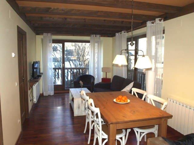 Apartamento con encanto - Aubèrt - Huoneisto