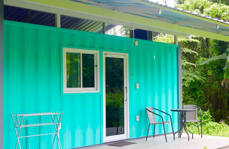 'Quirky Container Living' |Surin 500m | Muay Thai - Cabane