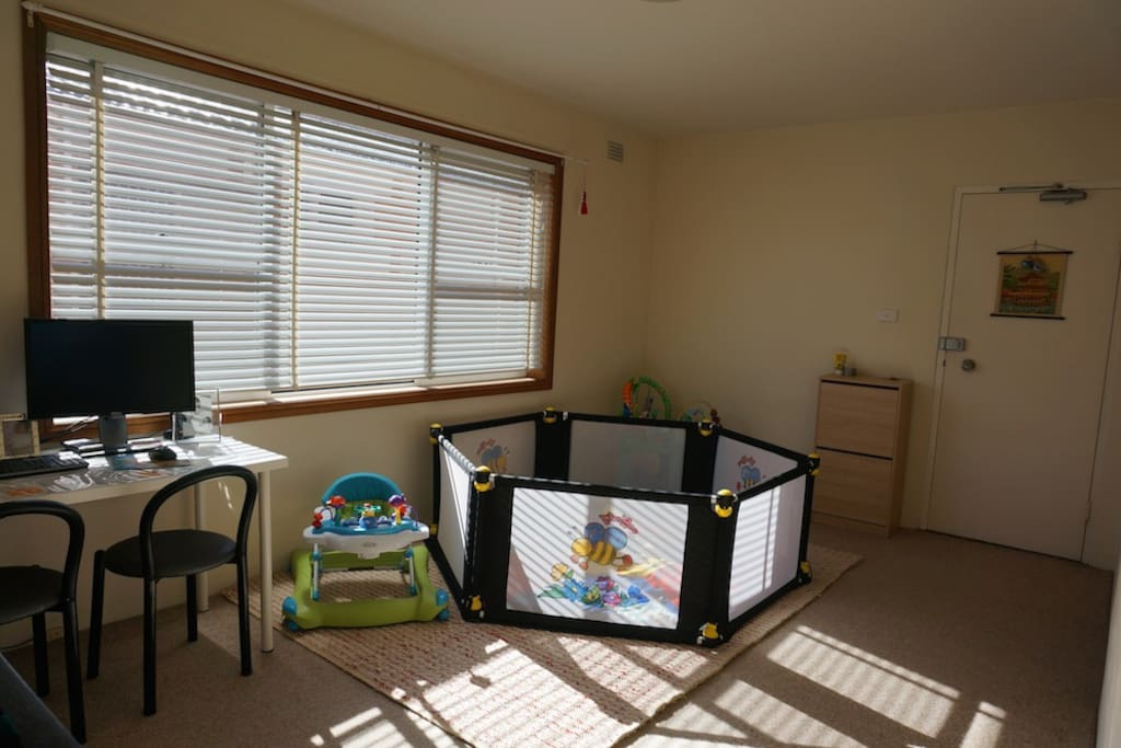 Sunny and spacious living room. Desk with 2 monitors and high speed internet.
