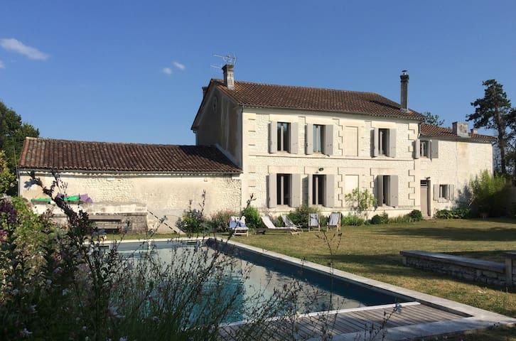 Chambre d'hôte de charme - Cognac - Angeac-Champagne - Bed & Breakfast