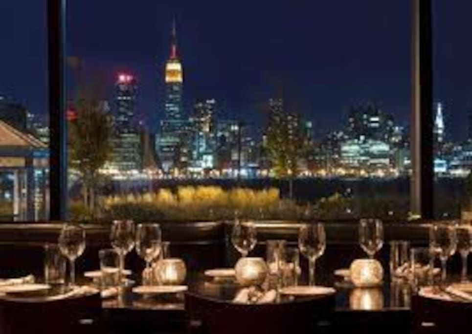 beautiful restaurant over looking the river and skyline.. so breath taking