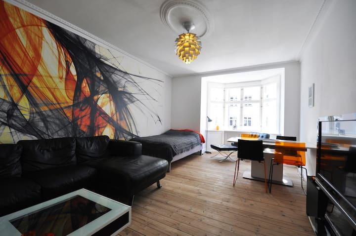 The Orange Room (modern city life)
