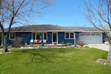 Charming 3BR Lake Huron View - House