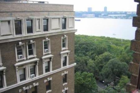 Upper West Side-Unique One Bedroom - New York - Wohnung