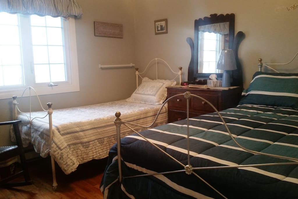 Front view of the  Skipper's Quarters room