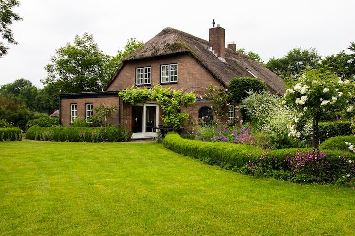 Verbouwde boerderij met prachtige tuin - Dongen - Huis