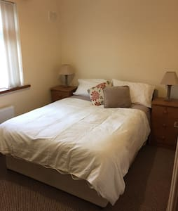 Spacious double room in cozy home - Dublin - Casa