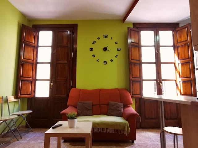 Pleno corazón del centro histórico de Granada.