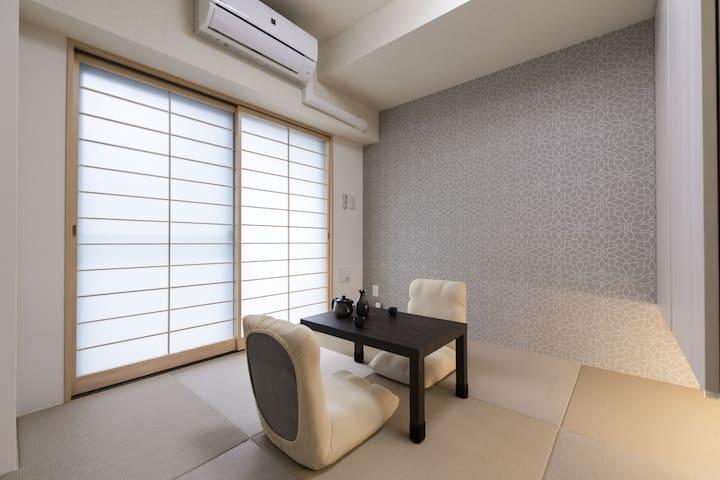 立地最高!駅近・買い物便利!改装したばかりの綺麗な和室です。105