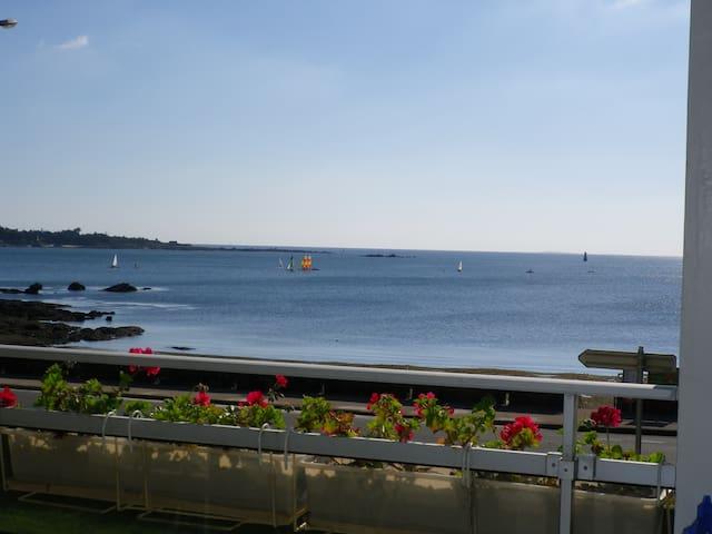Concarneau : T2,  pleine vue mer,  parking, WIFI