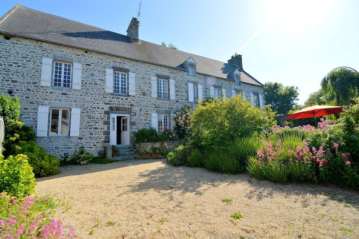 Amazing Holiday Home in Regnéville-sur-Mer with Garden