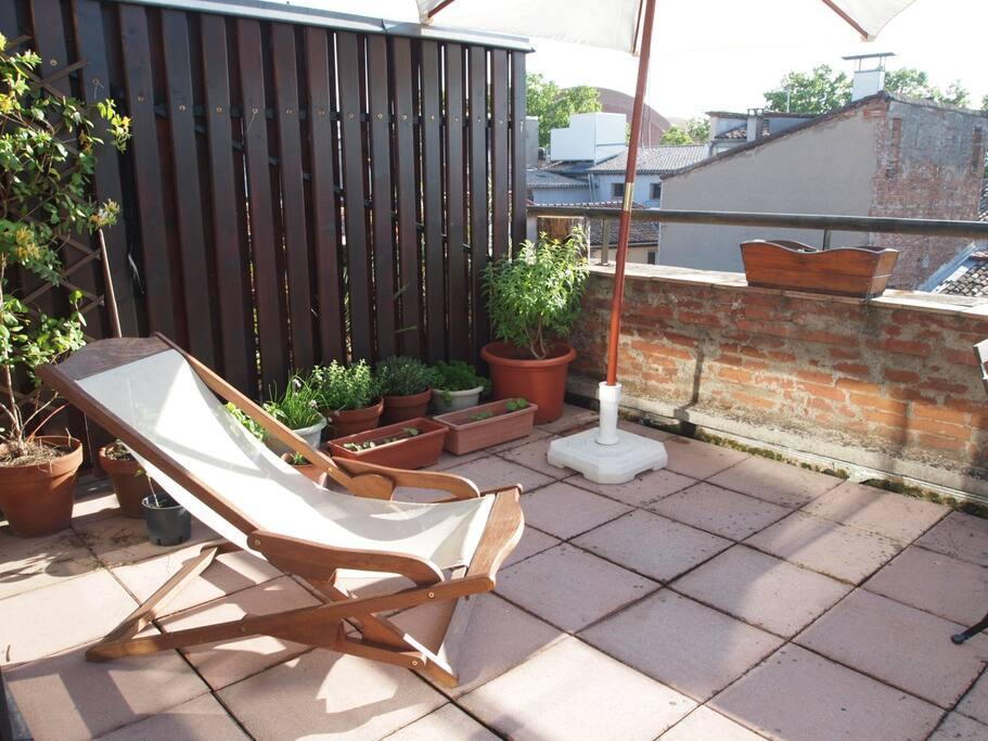 Terrasse sud/ouest avec vu sur les toits