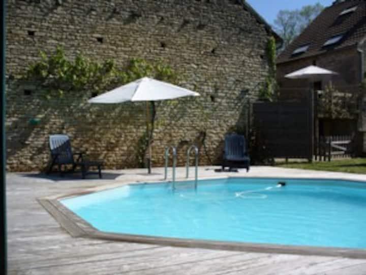 Gîte pour famille/groupe avec piscine en Bourgogne