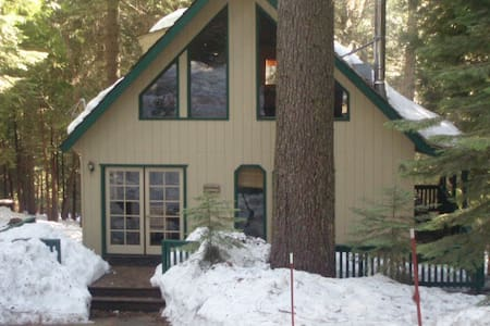 Cozy Dorrington Chalet-Weekday Special $135/night - Camp Connell - Kabin