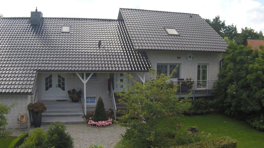"""Ferienwohnung """"Sonnengarten"""" in Tüschau-Saggrian - Küsten"""