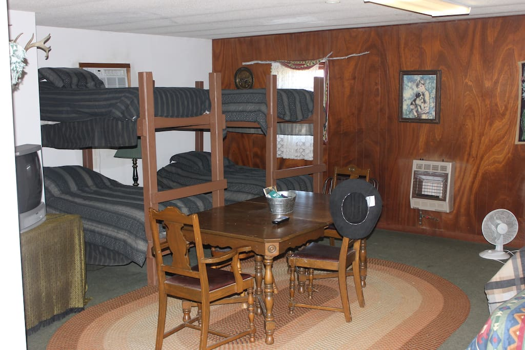 Bunk House/ Great for hunters or children
