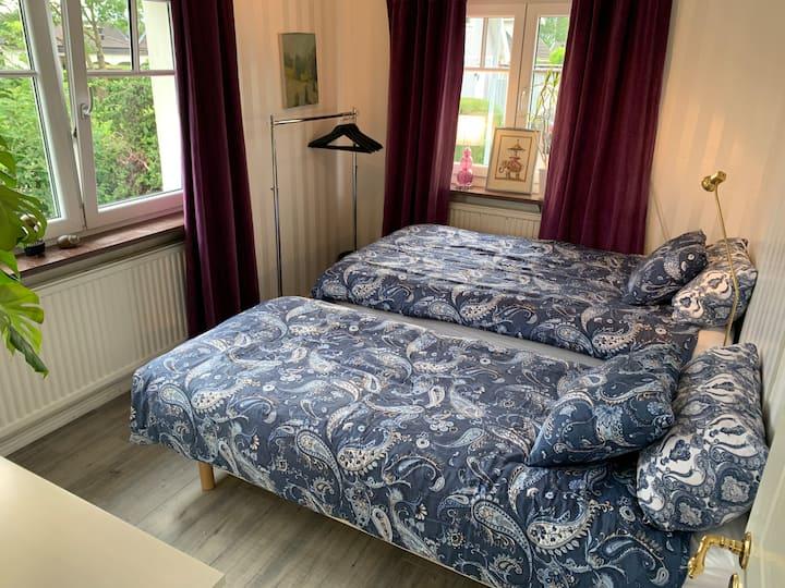 Eget rum med 2 sängar ! 120 cm bred säng och 90 cm