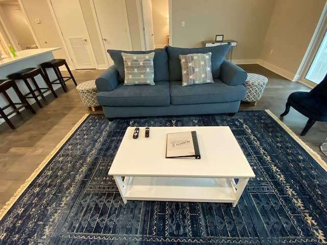 Posh Bywater 2br in the Saxony 417