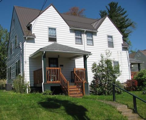 Fairmont Short & Extended stay duplex-whole house