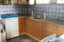 Another view on the kitchen.