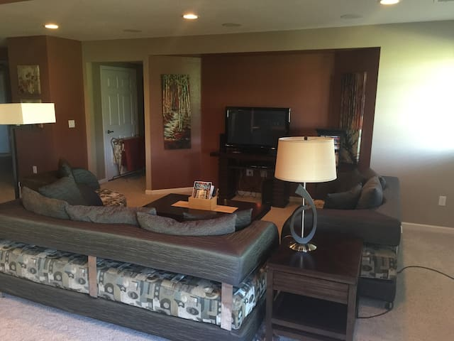 3 BR Walk Out 2200' Living Space - Castle Rock - Hus