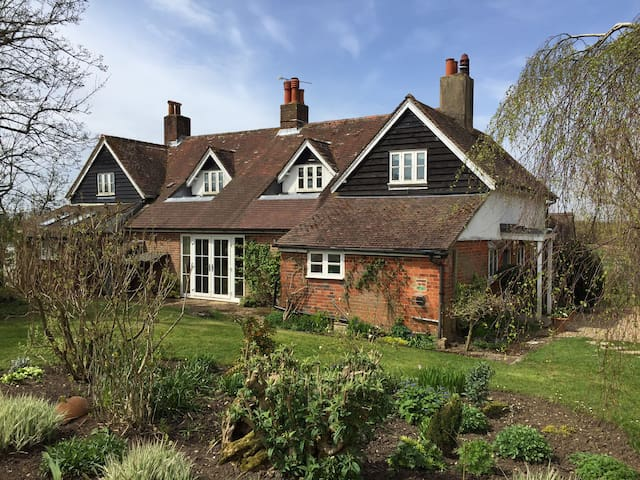 An Elegant period Cottage - Newton Valence - Rumah