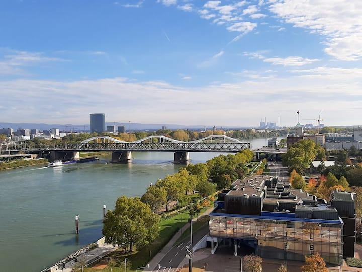 Rheinblick, sehr zentral und gute Anbindung !!