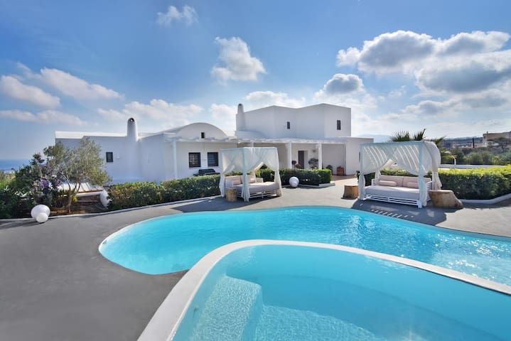 Villa for 6 people, free car and transfers