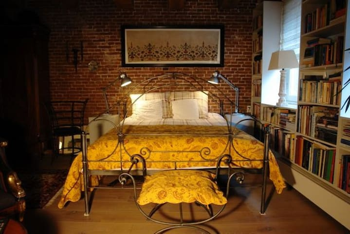 B&B privé kamer in magnifiek Loft-appartement