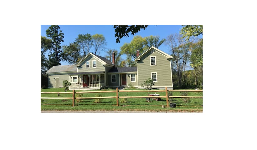 Spacious wing in farmhouse, 5 min from Middlebury