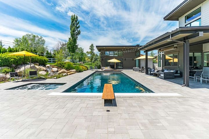 backyard-looking at detached pool house