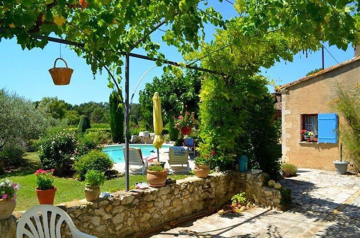 Provencal house with heated pool, view of the Luberon in Robion - accommodates 7 people.