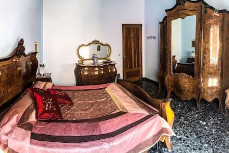 Casa Arneis due camere in pieno centro storico - Asti