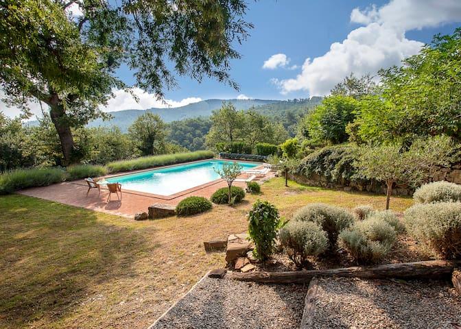 Huge Saline Heated Pool free WiFi Stunning Views