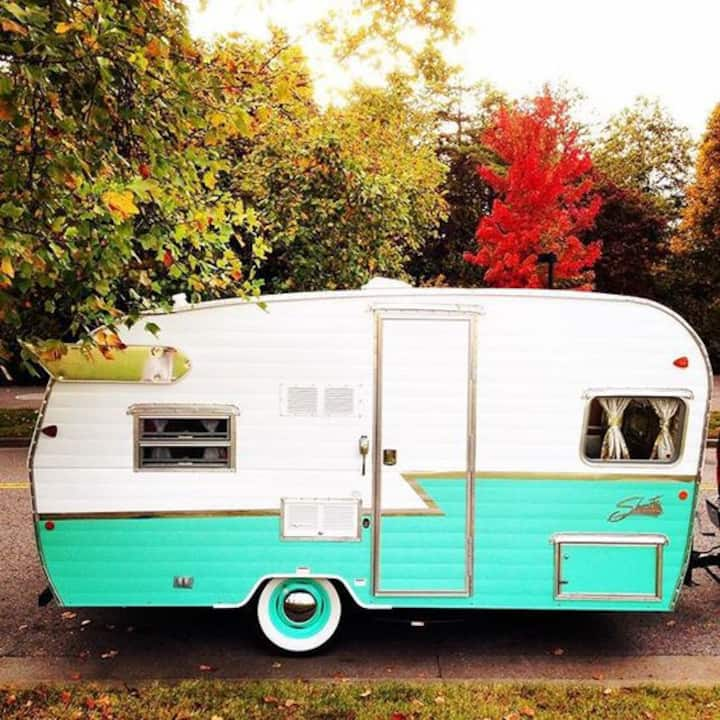 The Flying Ham Camper Rentals- 16ft green ham