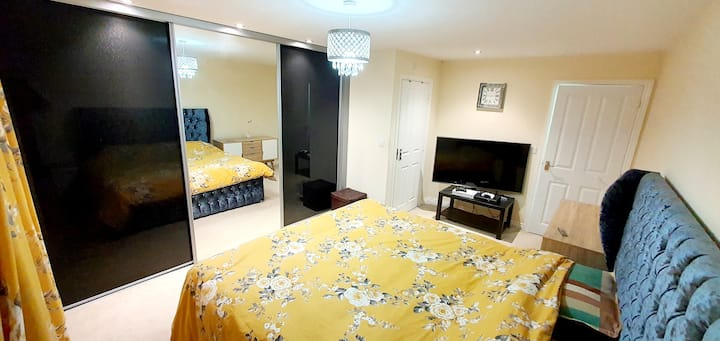 Superb Ensuite King Size Bed with top floor views