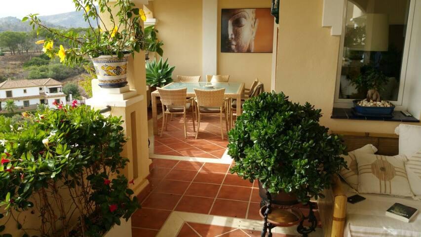Chambre calme , grande terrasse face à la mer . - Marbella - Bed & Breakfast