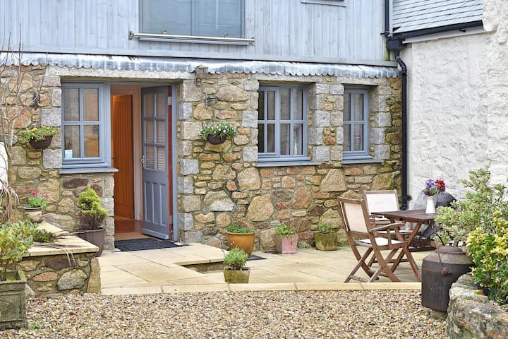 LOVELY DETACHED BARN. TUCKED AWAY. DOG FRIENDLY
