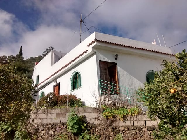 Double room in large house - Teror
