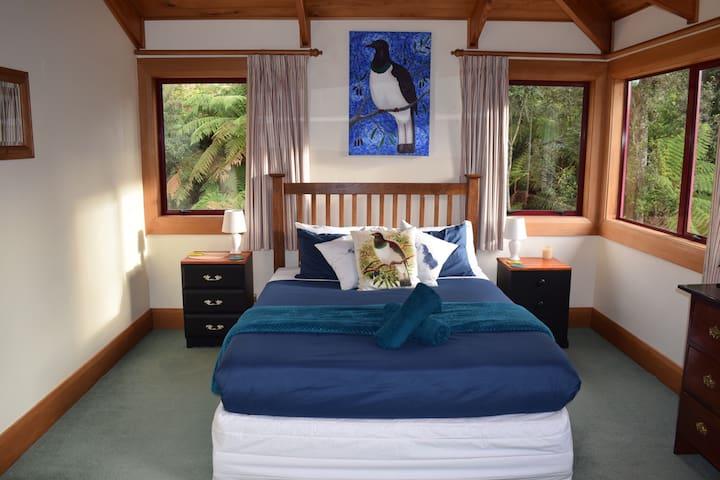 Whare Rakau - Kereru Room