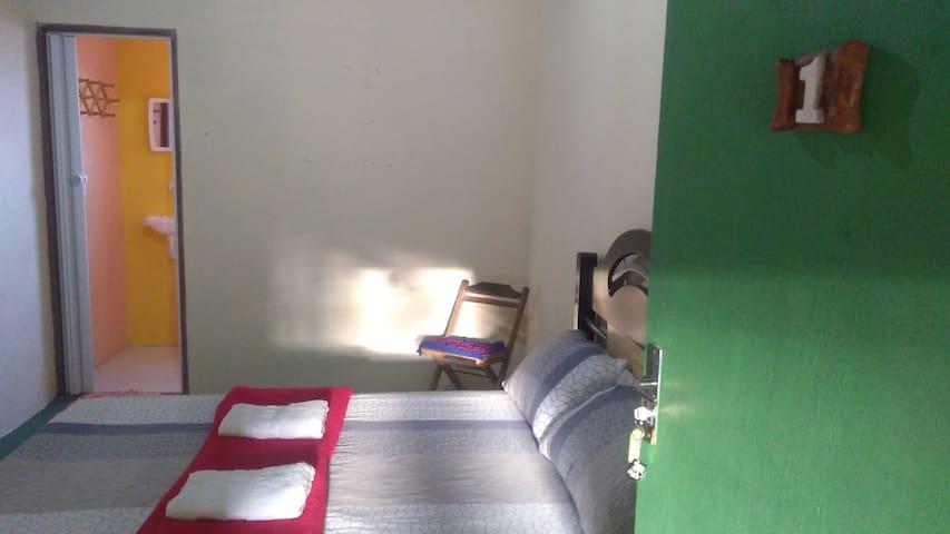 quarto1  em hostel Guarásuítes  localização centro