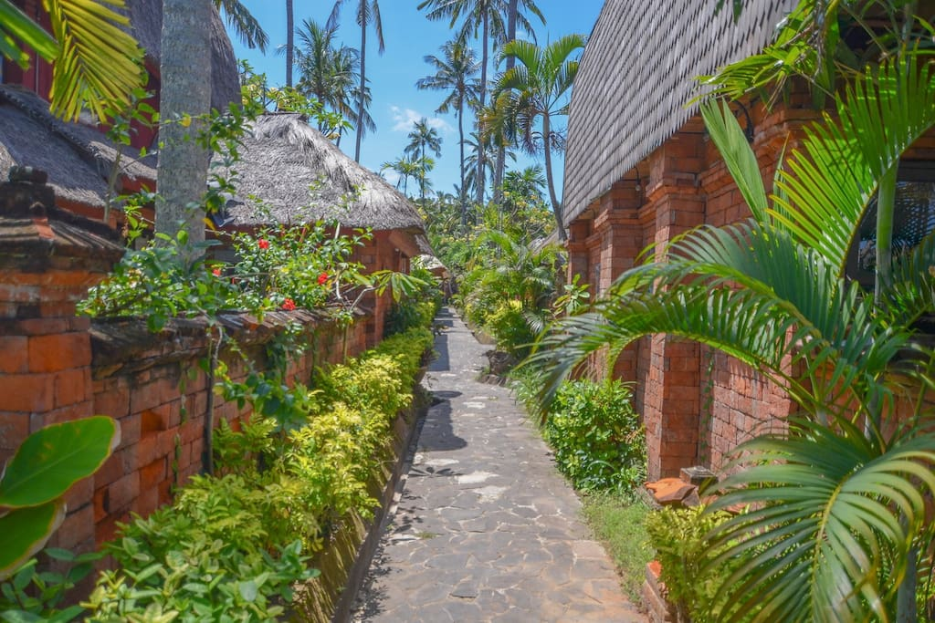 Path Way from lobby to the beach